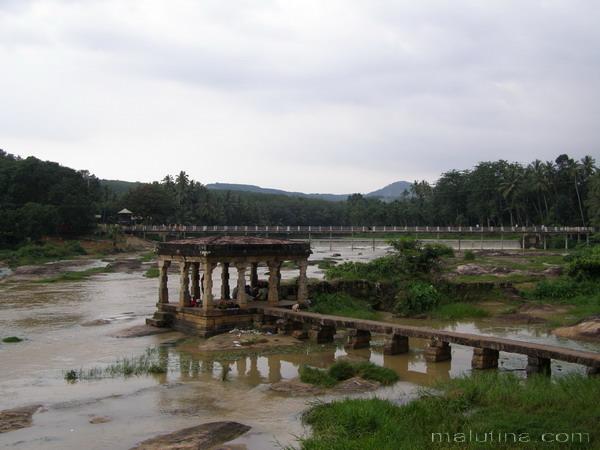 Мост, река, беседка...