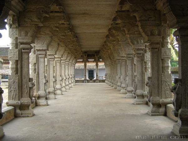 Галерея древнего храма...
