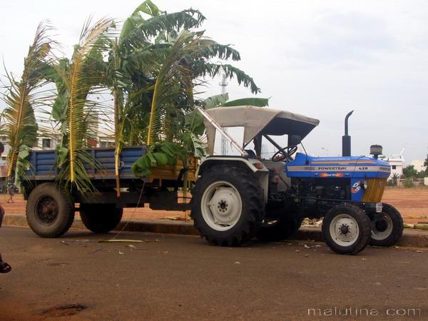 Праздничный трактор...
