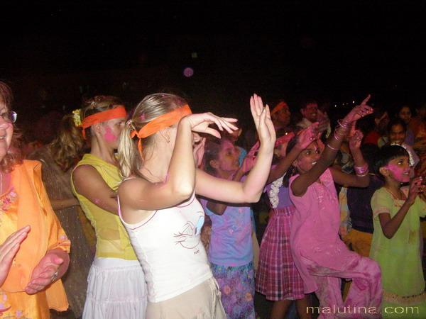 Вместе танцевать было весело!
