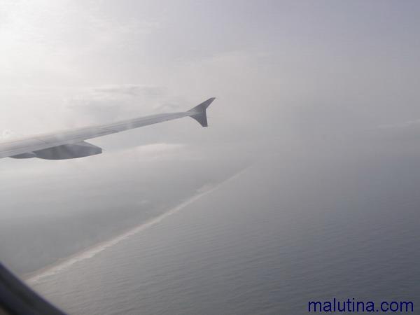 Берег Индии под крылом самолета...